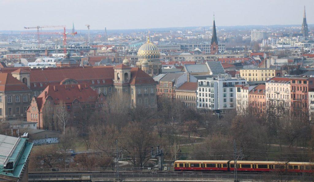 Neue Synagoge vom Berliner Dom gesehen