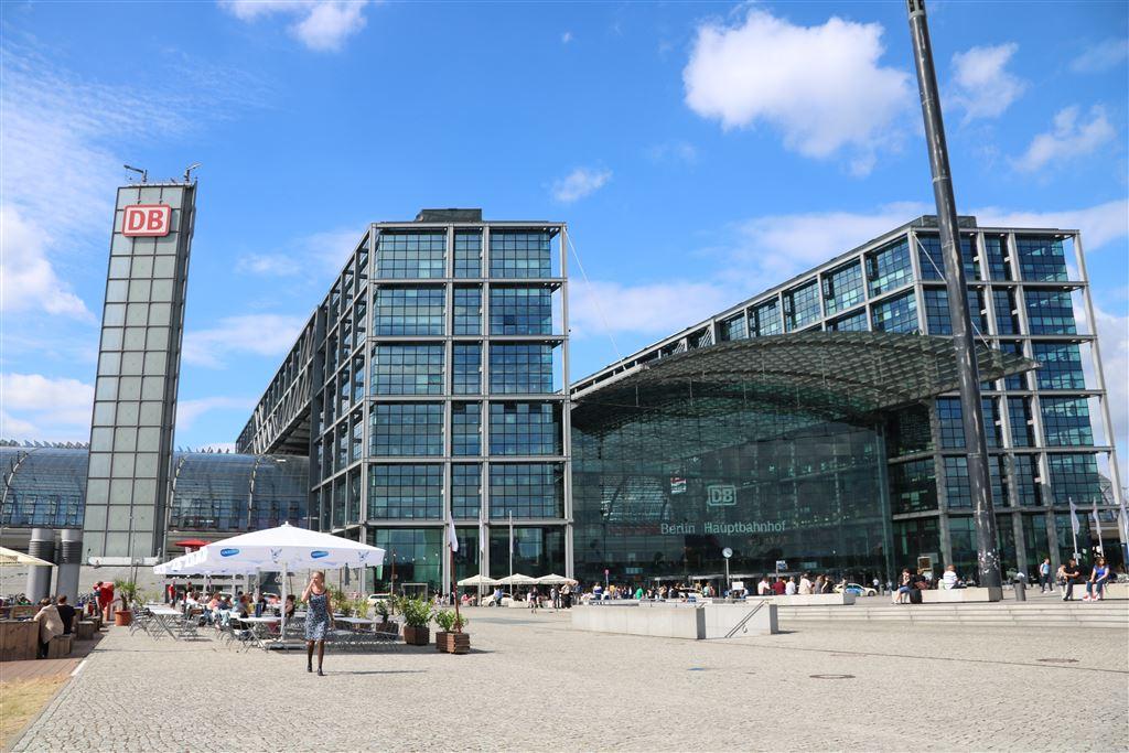 Photo of Berliner Hauptbahnhof Von hier verreist Berlin